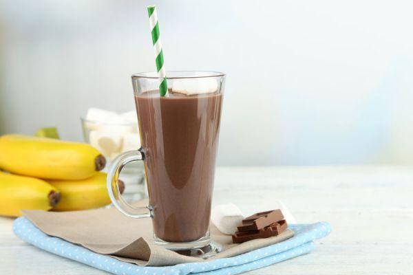 Como hacer cubos de chocolate para la cocoa. Cubos de chocolate para una merienda rapida. Leche con chocolate en cubos