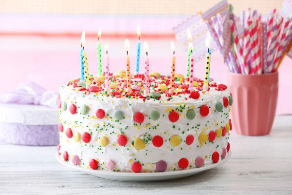 Receta de pastel con sabor a confites. Cómo hacer un pastel con confites de colores. Torta con confites