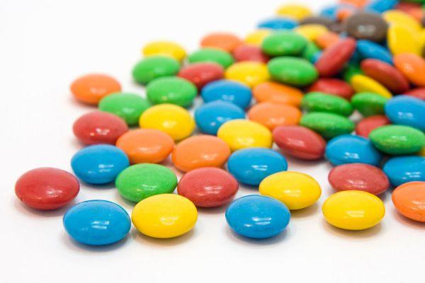 Cómo preparar un pastel con confites de colores. Pastel multicolor con sabor a confites. Torta con sabor a confites
