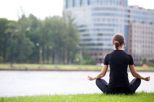 Asanas de yoga ideales para personas mayores. Yoga para la tercera edad. Ejercicios de yoga para personas mayores.