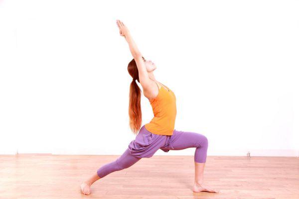 Cómo desbloquear el primer chakra con yoga. Posturas de yoga para activar el primer chakra. Ejercicios de yoga para el primer chakra