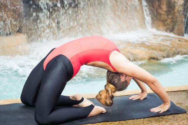 Cómo abrir el chakra corazón con yoga. Posturas de yoga para activar el cuarto chakra. Asanas de yoga para desbloquear el chakra corazón