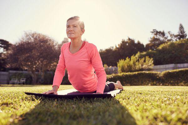 Cómo reducir grasa del vientre con yoga. Ejercicios de yoga para reducir la grasa abdominal. cómo bajar la grasa del vientre con posturas de yoga