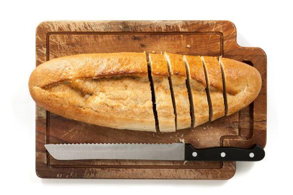 Cómo cortar el pan sin derramar las migajas. Tabla para cortar el pan casera. Cómo crear una tabla de madera con agujeros para cortar pan