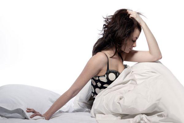 Por qué despierto cansado? Causas por las que puedes estar despertando cansado. Dificultades para dormir. Qué hacer para no despertar cansado