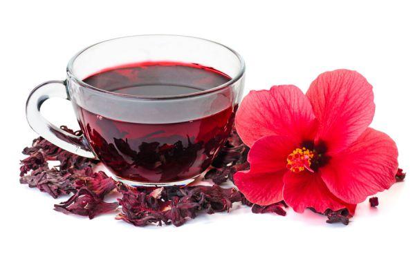 Receta para preparar agua de jamaica. Cómo hacer agua de jamaica casera. Bebida con flor de jamaica. Propiedades del agua de jamaica