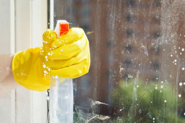 Cómo limpiar cristales y ventanas. Productos casero para limpiar cristales. Remedio casero para limpiar las ventanas