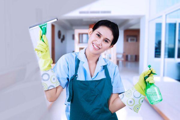 Limpiador casero para las ventanas. Cómo limpiar los cristales de las ventanas. Remedio casero para la limpieza de ventanas