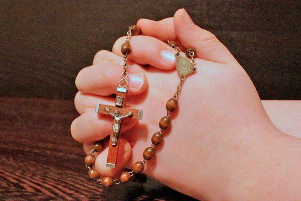 Oraciones para rezar el rosario completo. Las oraciones del rosario