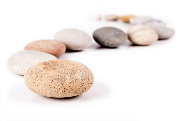 Cómo crear piedras de papel reciclado. Pasos para crear rocas de papel. Guía para hacer piedras de papel