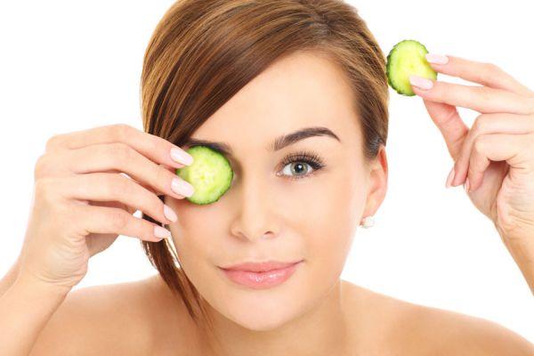 Cómo aclarar las ojeras naturalmente. Remedios naturales para aclarar la ojeras. Eliminar las ojeras con remedios caseros