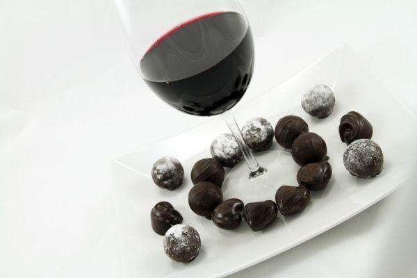 Postre original con vino y chocolate. Ingredientes para hacer un postre con vino y chocolate. Receta de postre de vino tinto y chocolate
