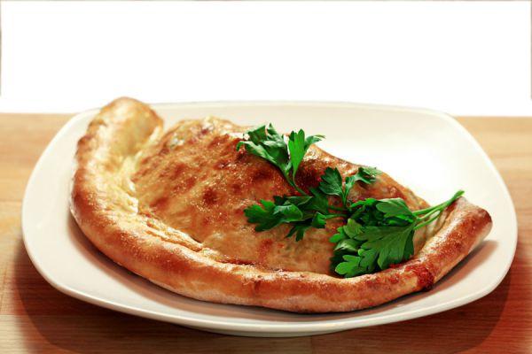 Cómo rellenar los bordes de la pizza. Ingredientes para rellenar los bordes de las pizzas. ingredientes para hacer pizzas con bordes rellenos