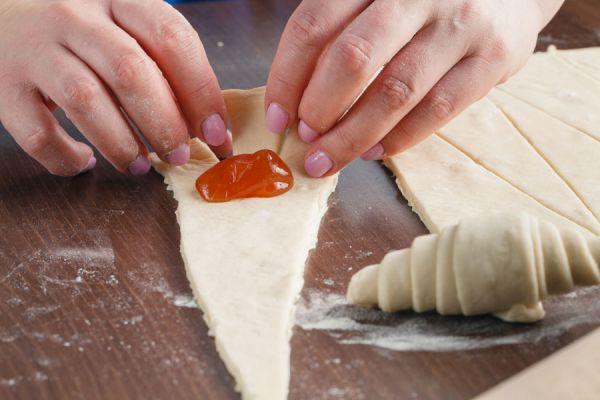 Receta fácil para hacer croissants. Cómo preparar croissants fáciles y rápidos. Ingredientes para hacer croissants rellenos