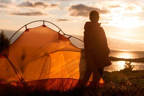 Tips para acampar en la playa. Claves para acampar en la playa. Cómo hacer una acampada en la playa. Cómo montar la tienda de campaña en la playa
