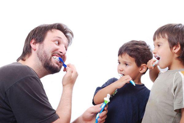 Métodos para enseñar a los niños sobre higiene personal. Cómo enseñar a los niños a lavarse las manos. Cómo enseñar a los niños a cepillar los dientes
