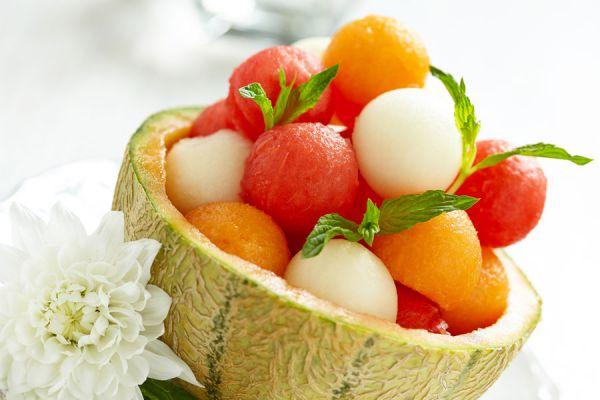 Cómo crear vasos con frutas. Tips para hacer vasos de frutas. Recipientes hechos con frutas. Recipientes de fruta para servir cocteles