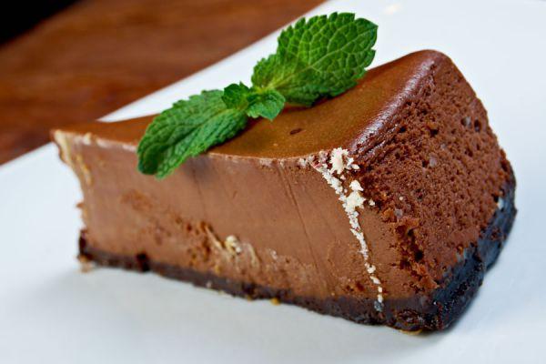 4 recetas para hacer cheesecake. Tipos de cheesecake. Cheesecake casero con galletas. Cómo hacer un cheesecake con kitkat. Receta de cheesecake