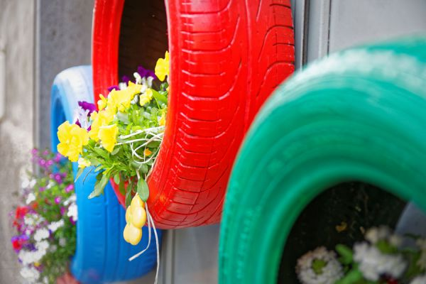 Ideas para decorar el jardín con neumáticos. Manualidades con neumáticos. Tips para aprovechar los neumáticos viejos. Ideas para decorar el jardín