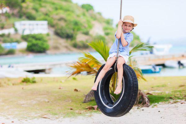 Jardín con neumáticos reciclados. Adornos de jardín con neumáticos. Decoración de jardín con neumáticos. Cómo hacer un jardín con neumáticos