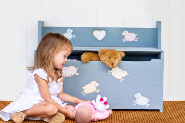 Tips para enseñarles a ordenar a los niños. Cómo enseñar a ordenar los juguetes. Guía para enseñar a niños a guardar sus cosas.