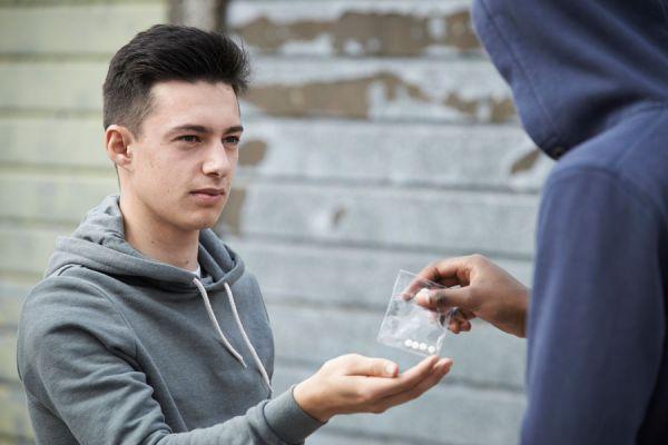 Preguntas para saber si tu hijo se droga. Cómo detectar la drogadicción en los adolescentes. Síntomas de que un hijo se droga.