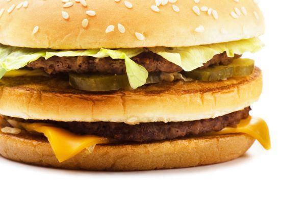Cómo preparar un big mac en casa. Receta para hacer una hamburguesa big mac casera. Cómo hacer una hamburguesa big mac. Prepara tu propio big mac