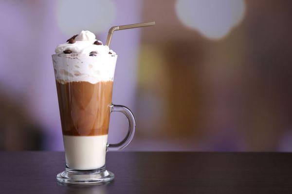 Ingredientes para hacer café moka en casa. Recetas de café moka casero. Hacer café moka tipo starbucks. Cafe moka estilo starbucks