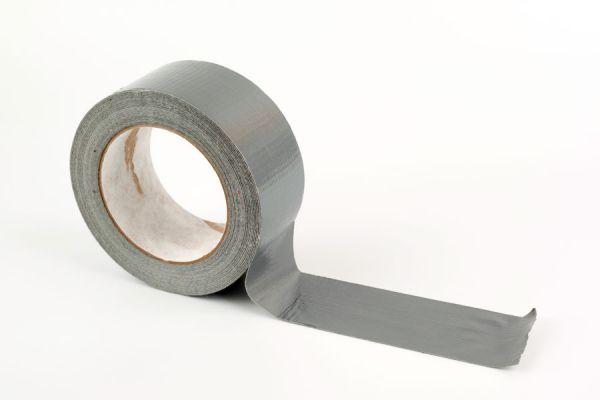 Cómo tratar heridas con cinta adhesiva. Usos medicinales de la cinta americana. Prácticos usos del a cinta adhesiva en emergencias