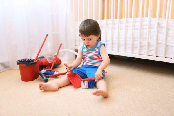 Cómo pedir a los niños que ayuden en casa. Enseñar a los niños a colaborar en las tareas de la casa. Enseñar a niños a ayudar en casa