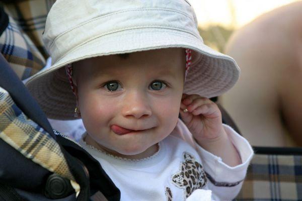 Juegos con bebés de 10 meses. Juegos para hacer con bebés. Cómo jugar con un bebé de 10 a 12 meses. Ideas para estimular a un bebé de 10 meses