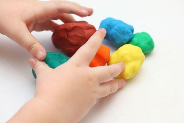 Juegos con bebés de 1 año. Juegos para hacer con bebés. Cómo jugar con un bebé desde 1 año hasta los 18 meses. Ideas para estimular a un bebé de 1 año