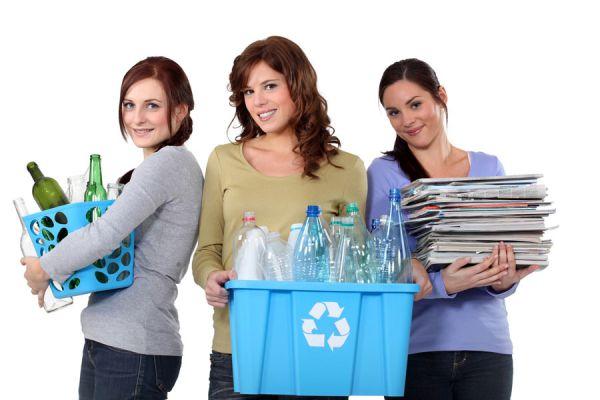 Guía para clasificar la basura en casa. Cómo se clasifica la basura? Separar carton, papel, vidrio. Guía para separar la basura en contenedores