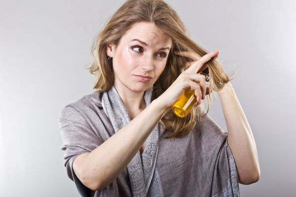 Productos capilares que resecan el cabello. ingredientes que resecan el pelo. Productos que producen pelo seco.