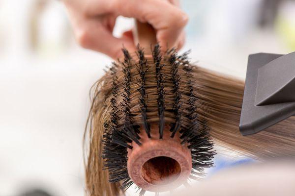 Cosméticos que resecan el cabello. Ingredientes y productos que suelen resecar el cabello. Tratamientos capilares que resecan el pelo