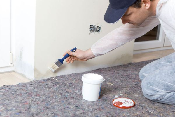 Procedimiento para pintar una pared con humedad. Cómo pintar un muro con manchas de humedad. Guía para pintar paredes con humedad
