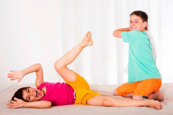Juegos para una pijamada con niños. Ideas para una pijamada infantil. Cómo organizar una pijamada. Pijamada con niños y niñas
