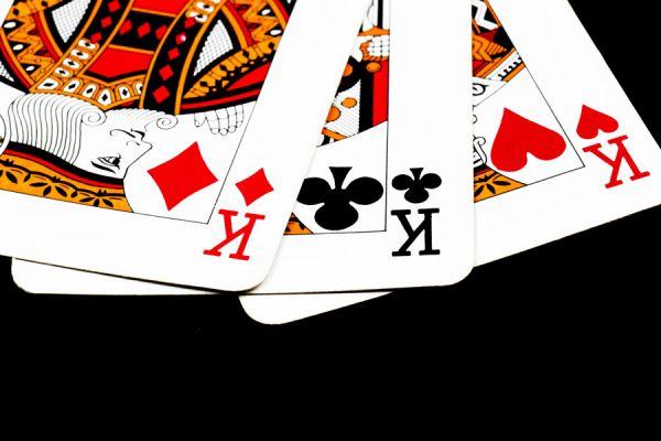 A qué reyes representan los naipes europeos? Quiénes son los 4 reyes en los naipes? Reyes de las cartas de naipes