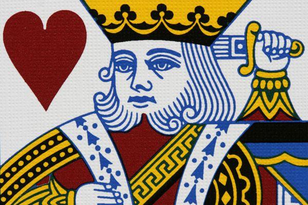 Qué significan los reyes de las cartas de naipes. Qué representan los reyes de los naipes. A quiénes representan los reyes y reinas de los naipes