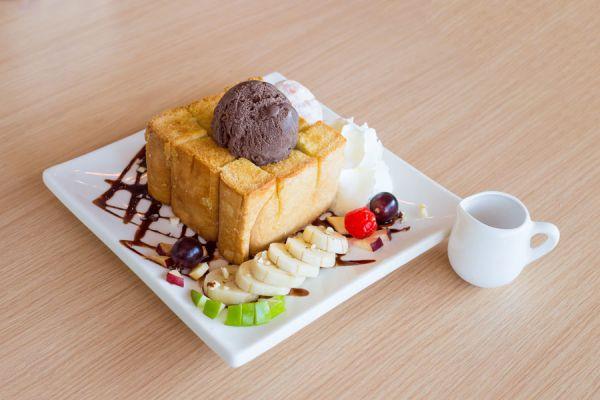 Cómo preparar pan de helado. Receta para hacer pan de helado. cómo hacer un postre con restos de helado. ingredientes para hacer pan de helado