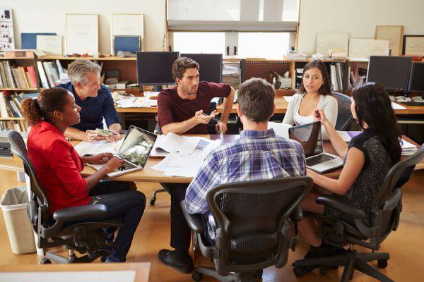 Lograr convencer a tu público en una reunión de trabajo. Tips para convencer a los demás en una reunión laboral.