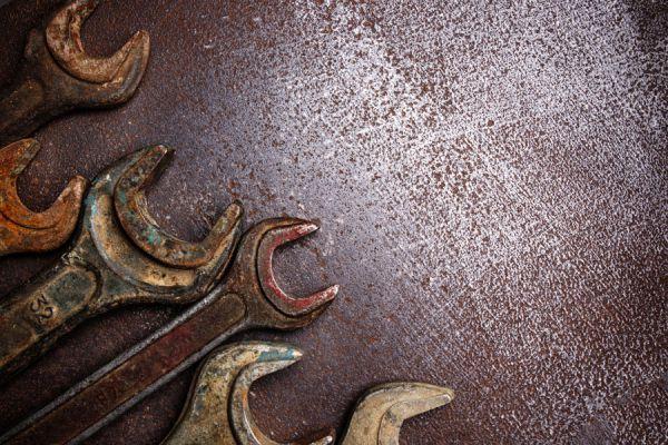 Cómo dar un aspecto envejecido a metales. Método de envejecido de metales. Guía para dar aspecto envejecido a objetos de metal