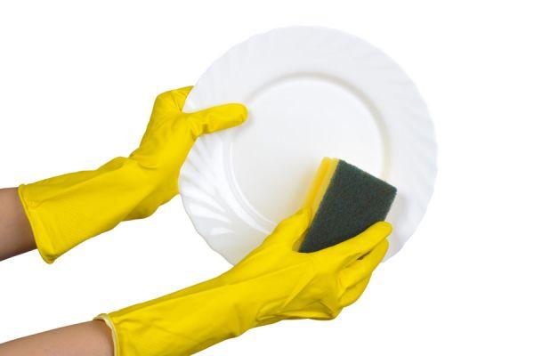 Cuidado y mantenimiento del esmalte de uñas. Consejos para hacer que el barniz dure más tiempo en las uñas