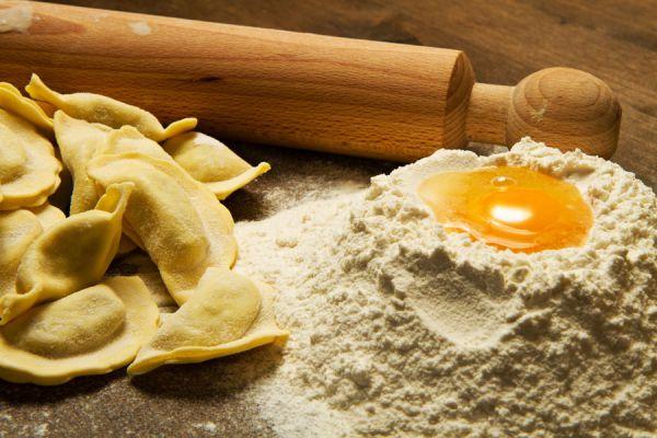 Cómo preparar pasta casera. Receta base para hacer pasta casera. Cómo preparar pastas en casa.