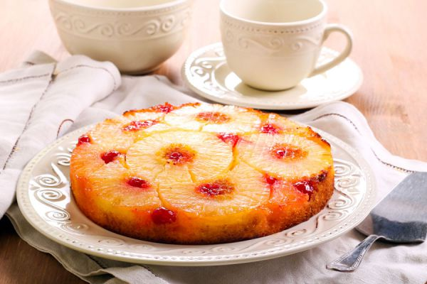 Cómo preaparar torta invertida. Receta para hacer pastel volteado. ingredientes para preparar una torta volteada
