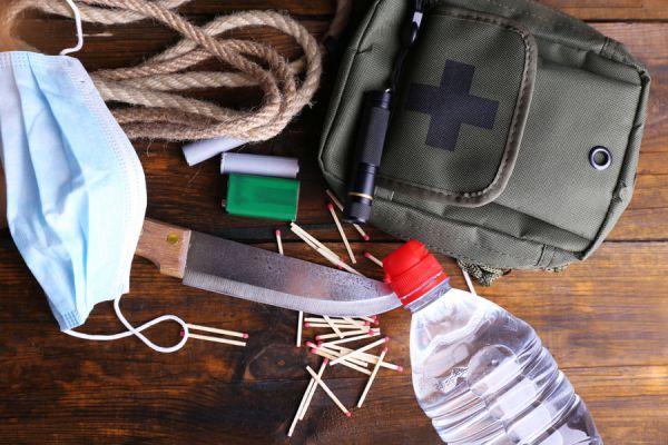 Qué objetos llevar en el coche? 30 objetos que deberías llevar siempre en el coche. Cosas para llevar en un viaje en coche