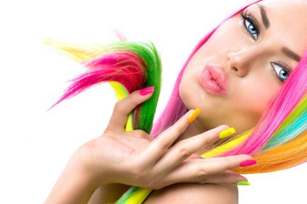 Cómo hacer una tintura temporal para el pelo. Pintura casera para el cabello. Tips para crear una pintura casera para el pelo.