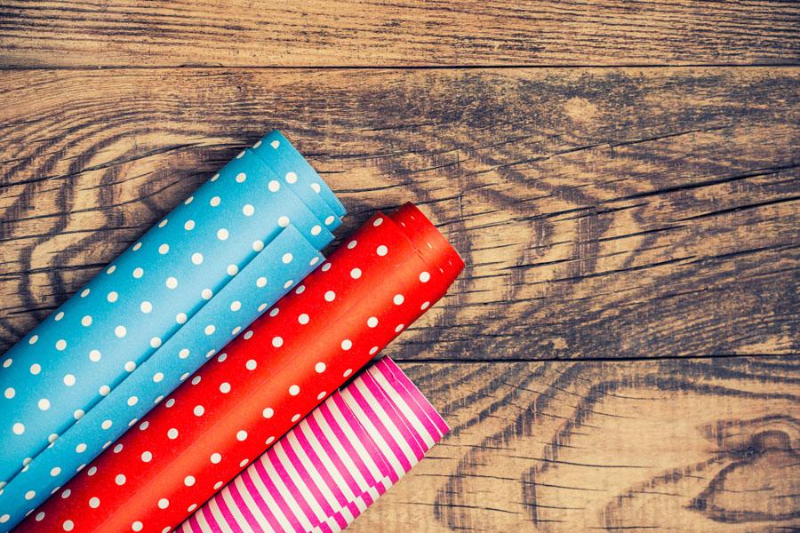 Cómo reciclar el papel de regalo. Ideas para usar papel de regalo. Decoraciones con papel de regalos.