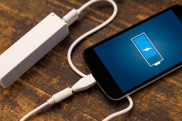 Recargar la batería más rápido. Tips para recargar la batería. El modo correcto de cargar la batería del móvil