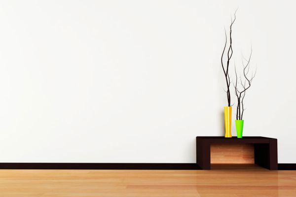 Florero sobre una mesa de café, decoracion simple y sin gastar mucho dinero